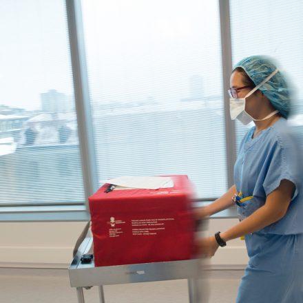 Lors d'une transplantation, toutes les secondes comptent et la collaboration entre les hôpitaux est essentielle pour réussir ce type d'intervention.